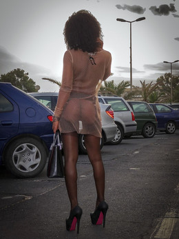 Cute amateur ebony babe walking..