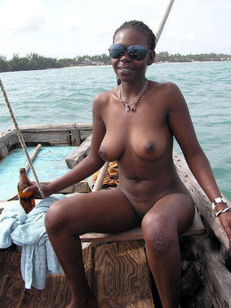 Young ebony GF in the best NUDE photo..